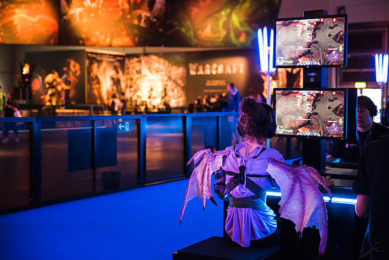 Gamescom 2015 - Little demon playing Heroes of the Storm